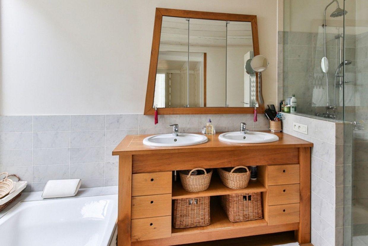 How to Maximize Space in a Small Bathroom on a Budget